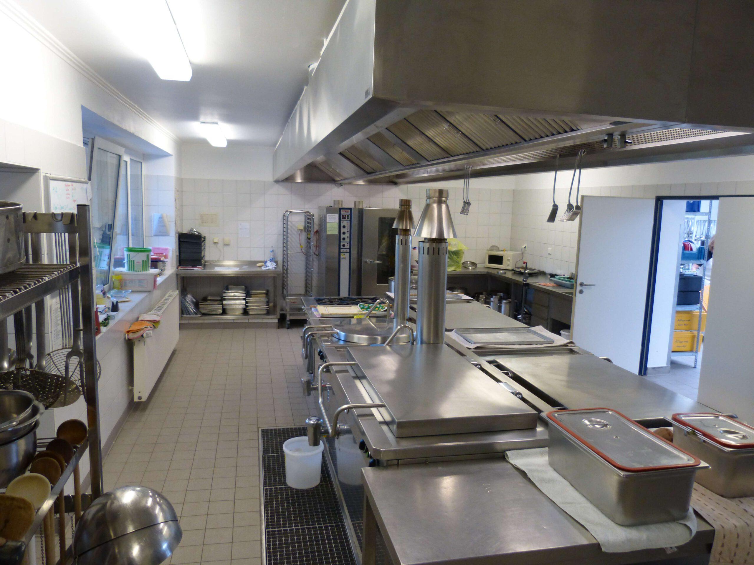 Warme Küche 3